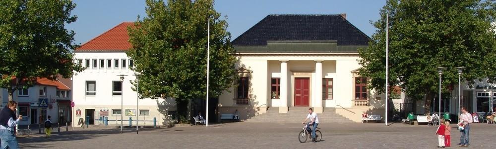Neustädter Marktplatz mit Blick auf das Rathaus
